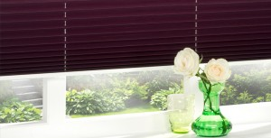 Freehanging Pleated Blind in Satin_Aubergine_1